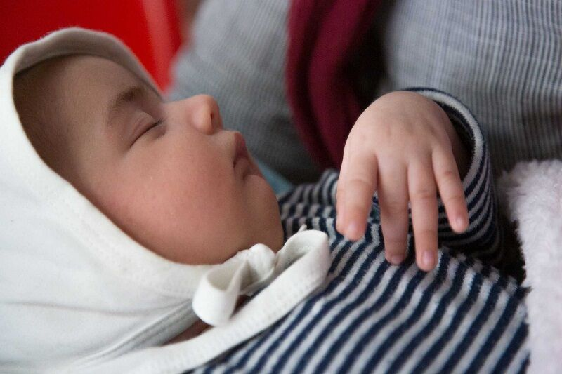 کرونا نباید باعث جدا شدن مادر و نوزاد از یکدیگر شود/ شیر مادر سیستم ایمنی کودک را تقویت میکند