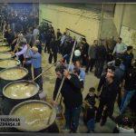 """بزرگترین نذری پزان پخت آش """"امامحسین (ع)"""" در میبد"""