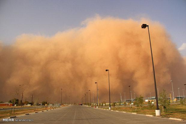 بارش توأمان شن و باران در جادههای استان یزد