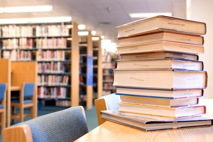 تجهیز کتابخانه دانشگاه میبد با بیش از ۱۴۰۰ جلد کتاب