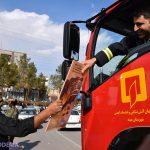📷تصاویر/ اهدای کاشی با طرح شهید سلیمانی به مردم