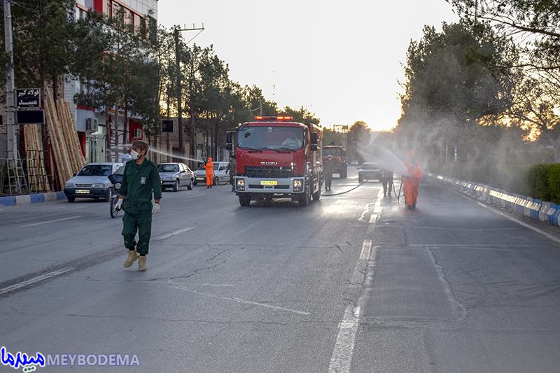 گزارش تصویری دومین روز از عملیات گندزدایی از معابر شهر میبد