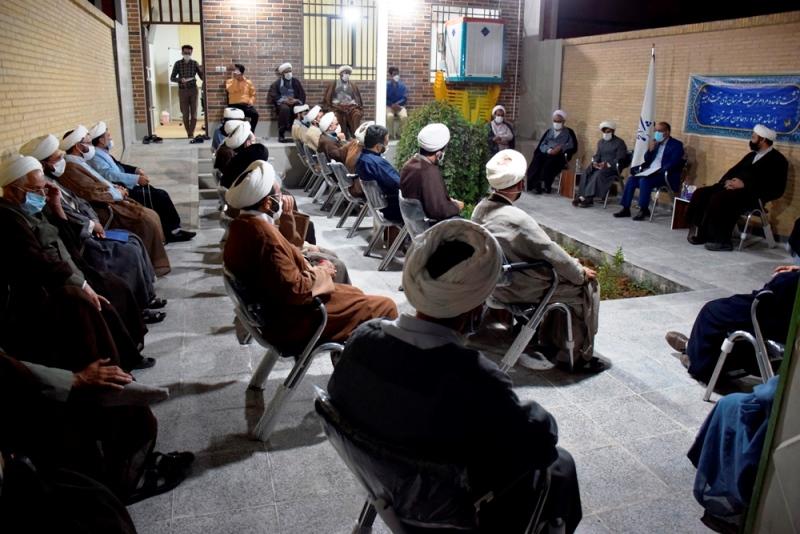 گزارش تصویری از دیدار اساتید و جمعی از روحانیون حوزه علمیه میبد با دکتر میرمحمدی