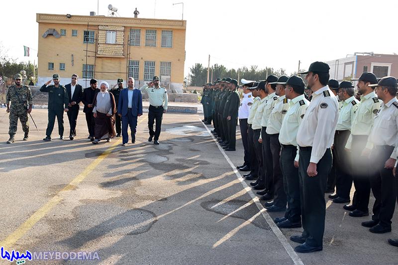 گزارش تصویری از مراسم صبحگاه مشترک نیروهای نظامی و انتظامی در میبد