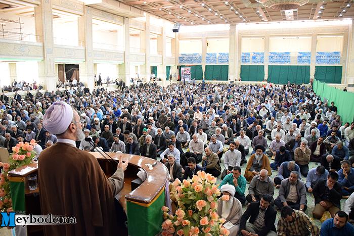 گزارش تصویری از اولین نماز جمعه میبد در سال ۱۳۹۷
