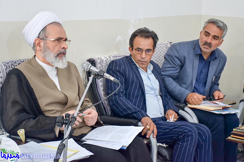 نام شهید زاهدی از سردر مدارس میبد نباید حذف شود/ تابلوی اردوگاه آیت الله خامنهای بنستان تعویض شود