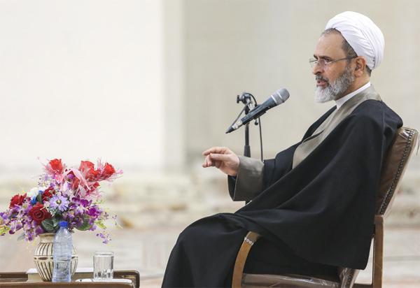 ایت الله اعرافی: در جنگی تمام عیار قرار داریم