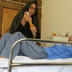 گزارش میبدما از پرستار گمنامی که شبانه روز از بیمار خود مراقبت می کند