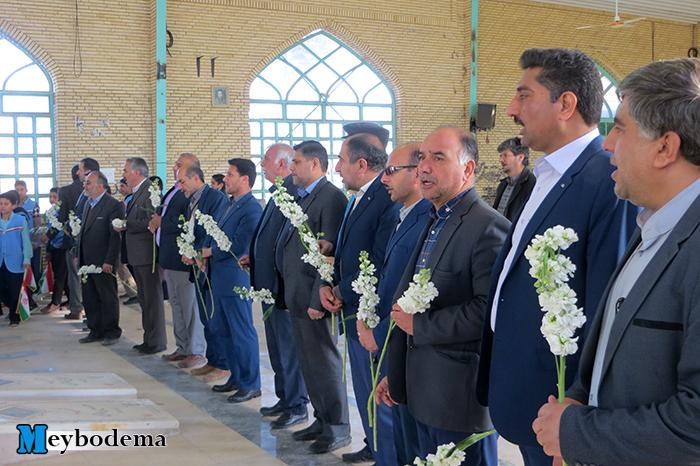 گزارش تصویری از آغاز برنامه های بزرگداشت دهه فجر در میبد با ادای احترام به شهدا