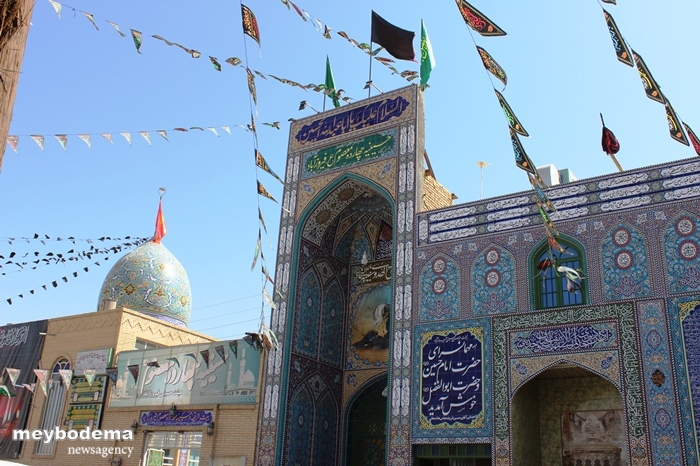 گزارش تصویری از مهیا شدن حسینیه چهارده معصوم فیروزآباد برای روز عاشورا