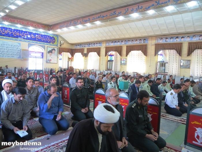 گزارش تصویری از مراسم زیارت عاشورای نیروهای نظامی و انتظامی میبد در جوار قبور شهدا