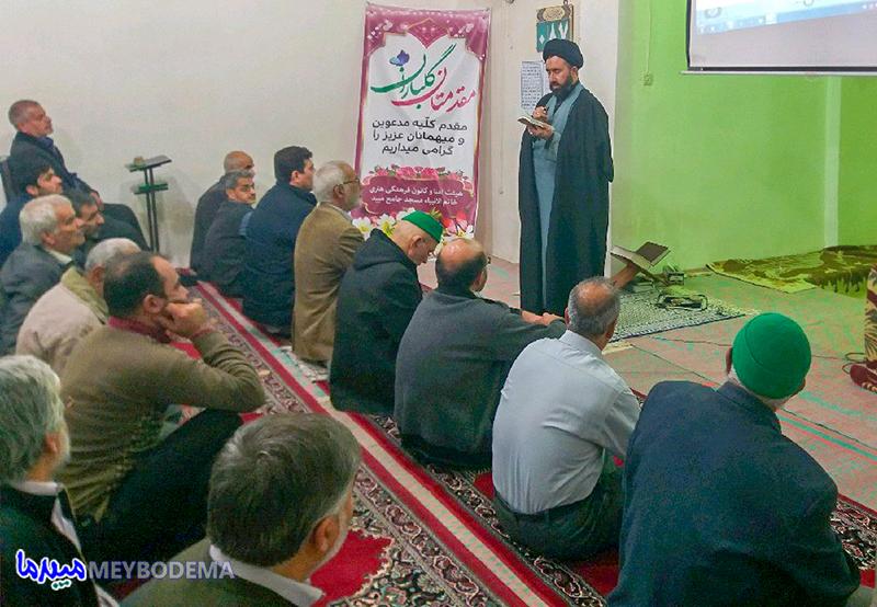 پاتوق کتابخوانی مسجد جامع و برنامه معرفی کتاب، مورد استقبال خوب مردم قرار گرفته است