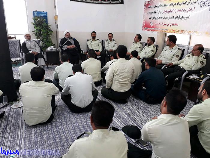 دیدار کارکنان نیروی انتظامی با امام جمعه موقت میبد
