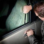 اعتراف سارق داخل خودرو شهروندان میبدی به ۲۱ فقره سرقت/ سارق در لحظه خروج از میبد دستگیر شد