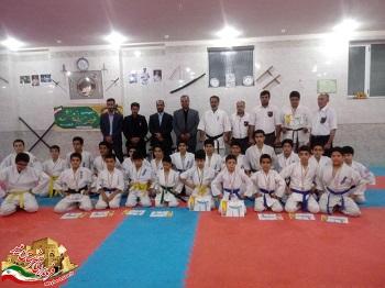 اهداء مدال و حکم قهرمانی به برترینهای کاراته