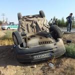 تصاویر: واژگونی یک خودرو در ورودی شهرک مهرآباد میبد